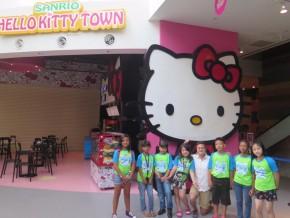 Para pemenang di Hello Kitty Town