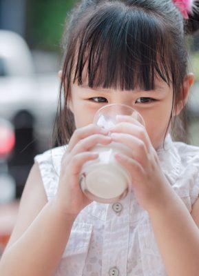 Hal yang harus diperhatikan saat memilih susu anak